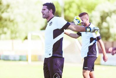 El Burgos no fichará un tercer portero para suplir a Álvaro del Val
