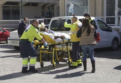 Una cartera resulta herida en la pierna tras el choque de una moto y un turismo