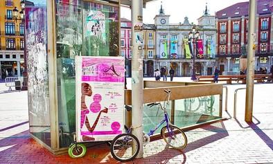 La falta de regulación permite colocar en la calle bicicletas-anuncio