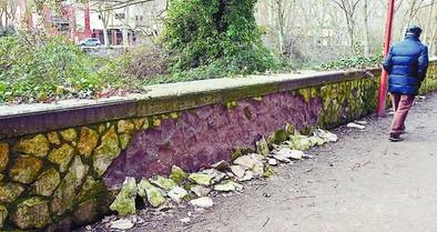 Las piedras del muro de la Isla se caen a los cuatro  años de su reforma