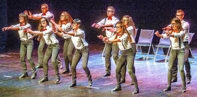 Multitudinario homenaje a la danza