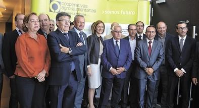 Cospedal cree que la unión de las cooperativas «es lo mejor para defender nuestros intereses»