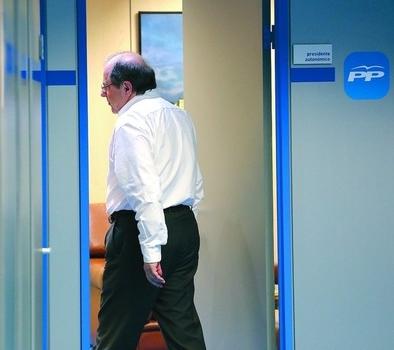 Herrera convoca al núcleo del PP tras insinuar su posible renuncia