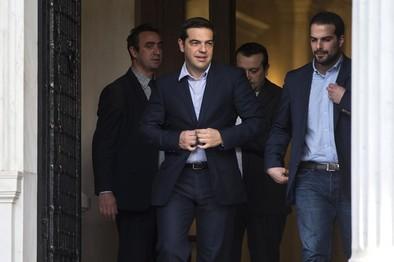 Tsipras se estrena en el Gobierno con una subida del salario mínimo