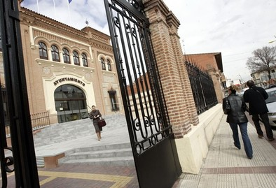El alcalde de Yuncos dice que la candidata del PSOE hizo obras que no declaró