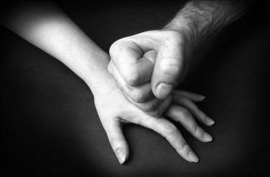 Uno de cada tres jóvenes ve aceptable controlar a su pareja