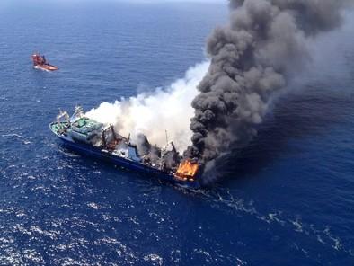 La mancha de fuel del barco ruso se expande 32 kilómetros