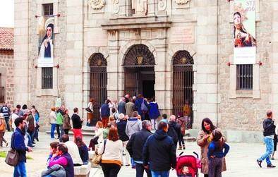 Los turistas llenan los hoteles abulenses en el puente de mayo