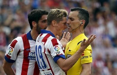 El árbitro enfada al Calderón