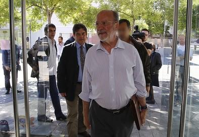 León de la Riva: «Cuando se haya resuelto el tema, hablaremos»