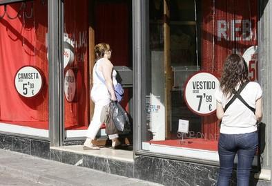 Los comerciantes del Casco lamentan un «flojo» primer día de rebajas