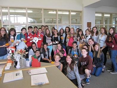 Alumnos de Secundaria se acercan a la Química en los laboratorios de la UVa
