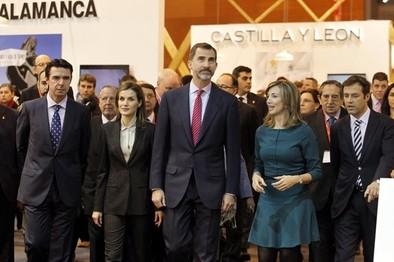 Los Reyes visitan el expositor de Castilla y León en Fitur