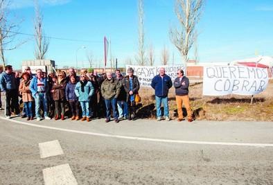 Concentración frente a Elgorriaga bajo el lema 'Queremos cobrar'