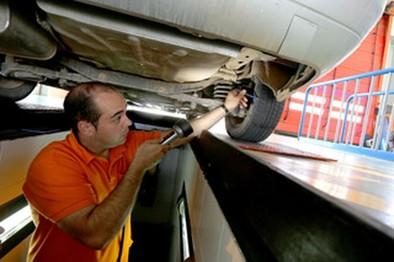Las deficiencias más comunes están en frenos y neumáticos