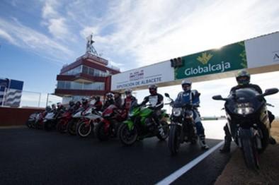 Los aficionados a las motos prueban el nuevo trazado del Circuito