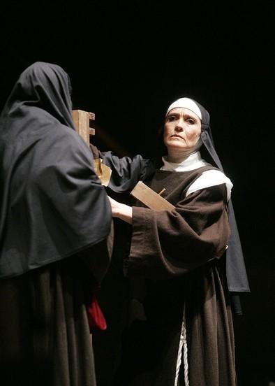 Y Santa Teresa subió a las tablas del humor
