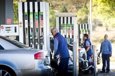 La operación salida arranca con el precio del carburante más barato de los últimos cinco años