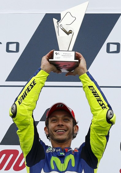 Rossi recupera el liderato