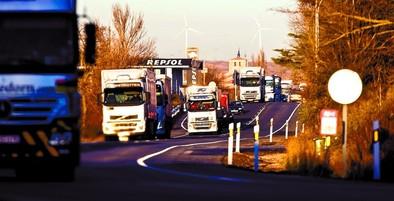 Fomento prohibirá el tráfico de camiones en la N-I pero bonificará el 50% del peaje
