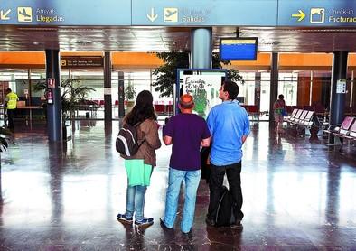 Lacalle admite que sin la Junta no puede haber vuelos a Barcelona