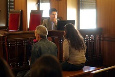 La Audiencia pospuso el juicio  a una pareja por abusos a su hija