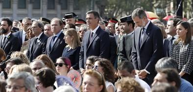 Los Reyes presiden el homenaje a las víctimas del 17A