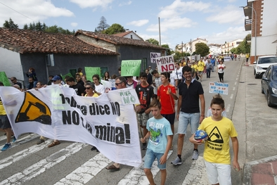 Los vecinos se manifestaron por las calles de Quintana Martín Galindez