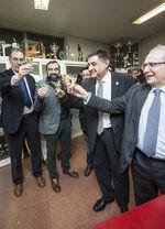 José Luis García celebra junto a los miembros de su junta directiva la victoria en las elecciones a la presidencia del Burgos CF.