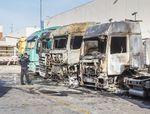 Un incendio en el exterior del concesionario de Ureta Motor calcina seis camiones y daña otros tres vehículos.