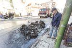 Un pequeño coche sin carnet ardió en la calle San pedro de Cardeña