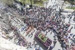 Desde el Arco Santa María se veía esta bella imagen de la procesión de la Borriquilla