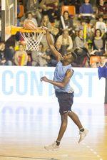 Concurso de mates, triples y habilidad del III Basketball Christmas Edition protagonizados por jugadores del San Pablo Inmobiliaria, Grupo de Santiago y UBU Tizona.