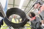 Juan Vicente Herrera en un momento de su visita a la fábrica de Bridgestone