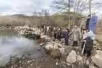 El puente entre Zamanzas y Tubilleja sigue en este estado dos años después de que se lo llevara una riada