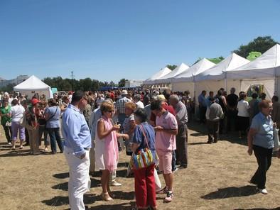 Cientos de personas llegaron a la campa de la ermita del Cristo del Amparo para disfrutar de la jornada festiva. Rubén Abad