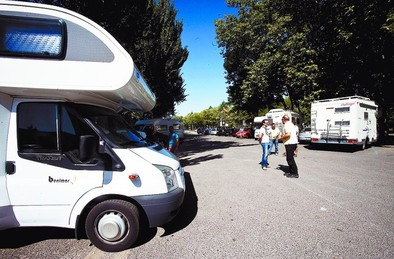 Reportaje sobre la zona de acampada de autocaravanas en la plaza de Santa Teresa DB/Miguel Ángel Valdivielso