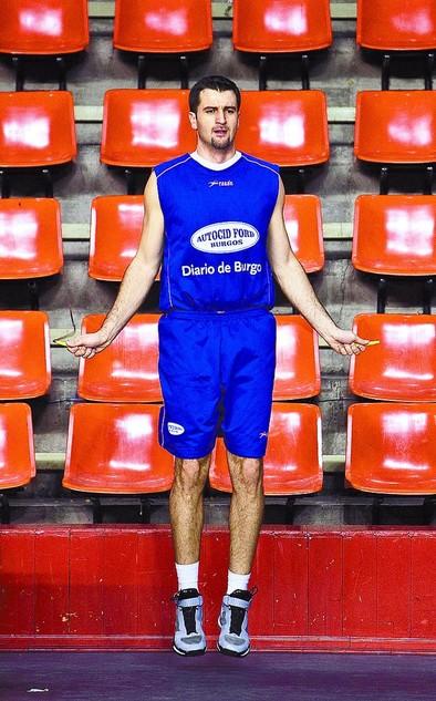 Mateo Kedzo primero se ejercitó en solitario y después entrenó 40 minutos con el equipo en El Plantío.