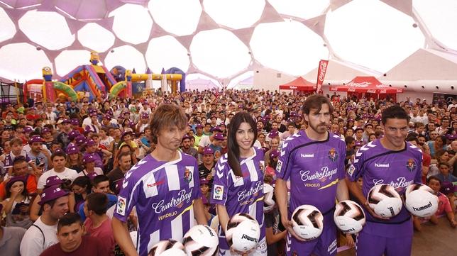 Presentación de las equipaciones del Real Valladolid para la temporada 2015/2016