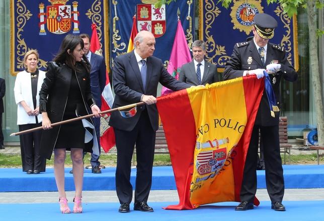 Entrega de la bandera a la Jefatura Superior de Policía de Castilla y León