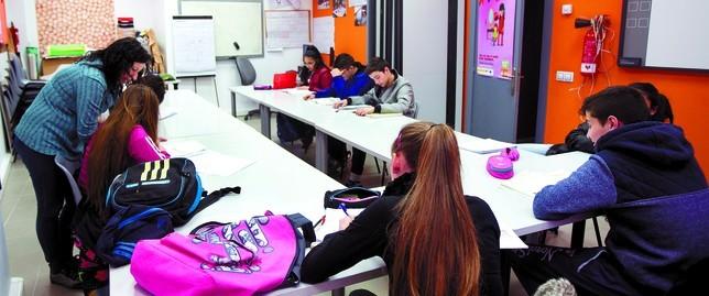 Un plan educativo consigue tasas de éxito del 83% en adolescentes gitanos