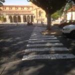Enhorabuena a nuestro ayuntamiento, han sido capaces de poner un paso de peatones donde realmente hace falta. Esperemos que no haya aquí ningún atropello....