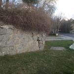 Ya se aviso el pasado mes de febrero, el estado de la pared del jardin de la viña tiene MUCHO PELIGROOOOO, por favor, revisar y reparar todo el perimetro...... El peligro es inminente.