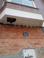 Posible caída suelo terraza vivienda a calle