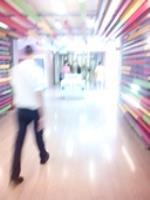 En Sevilla con un espacio veinte veces menor se consigue un vestíbulo de un hospital lleno de creatividad y salero. No así el de Burgos