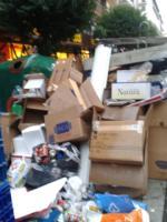 Cada vez es mayor la acumulación de basuras a cualquier hora y cualquier día de la semana  en la calle esgueva de valladolid.