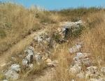 Estado del dolmen El Morueco, con la crisis se ha abandonado su mantenimiento y se está empezando a deteriorar.Esta en Huidobro.