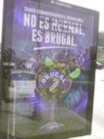 No es ni medio normal que se utilicen las marquesinas del Ayuntamiento de Avila del área de cultura a el anuncio de bebidas alcohólicas. Tal vez el anuncio este avalado por la coletilla de