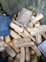 Este es el hambre que esta pasando España. Medio contenedor lleno de barras de pan. El domingo 30 en la calle Pablo Casals de Gamonal