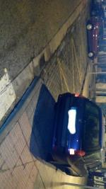 Asi estaba aparcado este coche,y no es gamonal, tres horas mas tarde seguia hay dicho coche y sin multa.